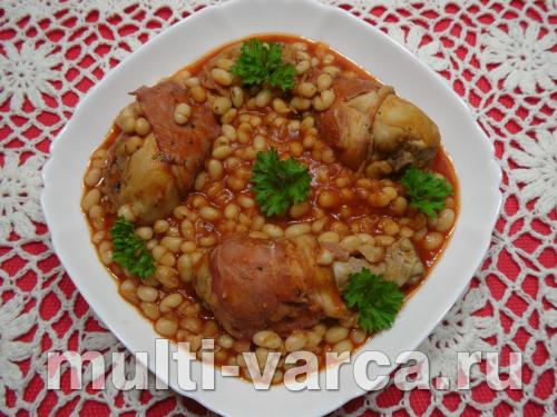 Куриные голени в беконе с фасолью в мультиварке