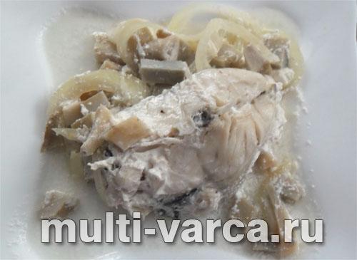 Тушеная рыба с грибами в мультиварке