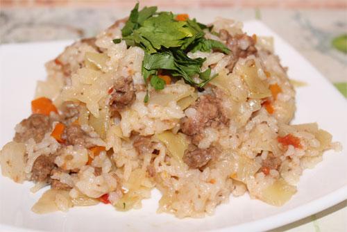 капуста тушеная с мясом и рисом в мультиварке