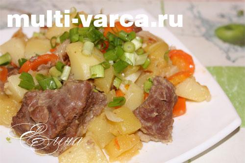 тушеная картошка с кабачками и мясом в мультиварке