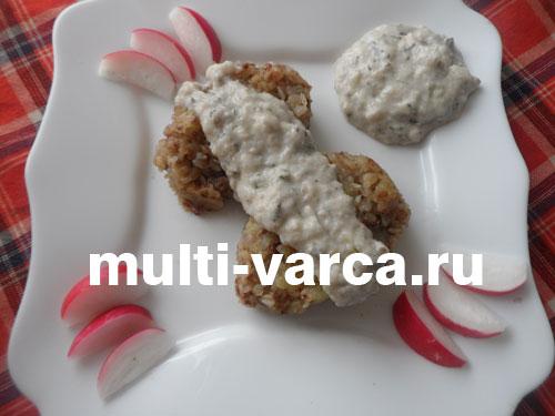 Картофельно-гречневые котлеты в соусе в мультиварке