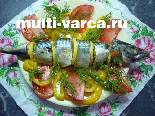 Скумбрия с овощами на пару в мультиварке