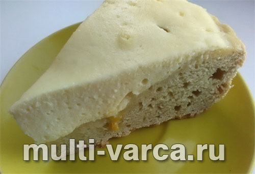 Творожный пирог со сливами в мультиварке