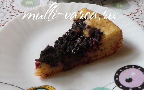 Вишневый пирог с шоколадным штрейзелем в мультиварке