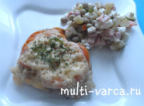 Запеченная свинина с грибами, помидорами и сыром в мультиварке