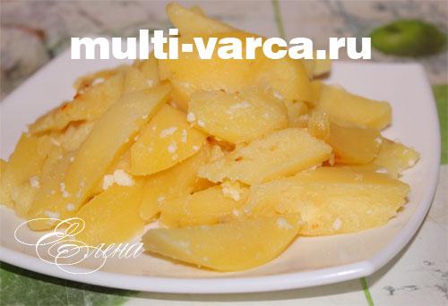 Тушеная картошка в молоке в мультиварке