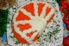 """Как приготовить праздничный салат """"Апельсиновая долька"""" с курицей морковью, яйцами и сухариками"""