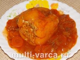 Болгарские перцы с куриным фаршем, тушеные с овощами в соусе в мультиварке