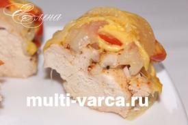 Куриное филе в мультиварке запеченное в фольге под сыром и помидорами