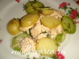 Молодая картошка с курицей и овощами в мультиварке
