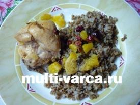 Курица с черносливом, апельсинами и клюквой в мультиварке