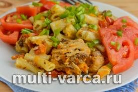 Консервированный тунец с макаронами и помидорами в мультиварке