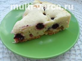 Пирог с ревенем и ежевикой в мультиварке