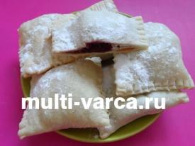 Пирожки с вишней в мультиварке из слоеного теста
