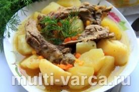 Тушеная картошка с ребрышками в мультиварке Поларис