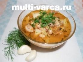 Суп куриный с кабачками и белой фасолью в мультиварке