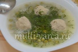 Суп с зеленым горошком, рисом и фрикадельками в мультиварке