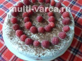 Бисквитный торт с малиной, черносливом и сметанным кремом в мультиварке