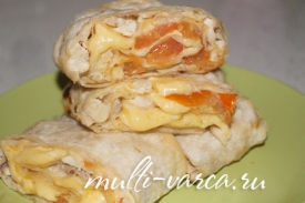 Вкусная горячая закуска из армянского лаваша с начинкой из курицы и сыра в мультиварке