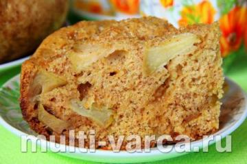 Шарлотка в мультиварке Поларис с яблоками и корицей