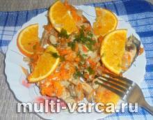 Горбуша запеченная в мультиварке с луком и морковью