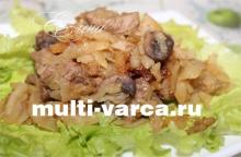 Тушеная говядина с грибами и капустой в мультиварке