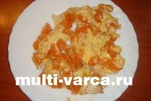 Запечённая курица под сыром и помидорами в мультиварке