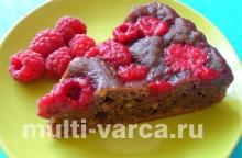 Шоколадный пирог с апельсинами и малиной в мультиварке