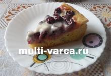 Фруктово-ягодный пирог с яблоками, вишней и фисташками в мультиварке