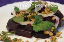 Салат из свеклы вареной в мультиварке с грецкими орехами и чесноком