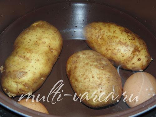 Способ приготовления рыбного салата из кильки с картошкой