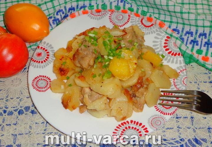 Жареная картошка с курицей в мультиварке