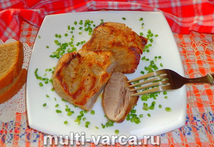 Стейк из свинины в мультиварке