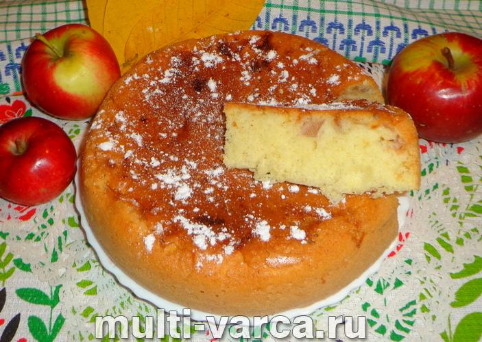 Ленивая шарлотка с яблоками в мультиварке