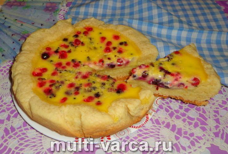 Песочный пирог с ягодами в мультиварке