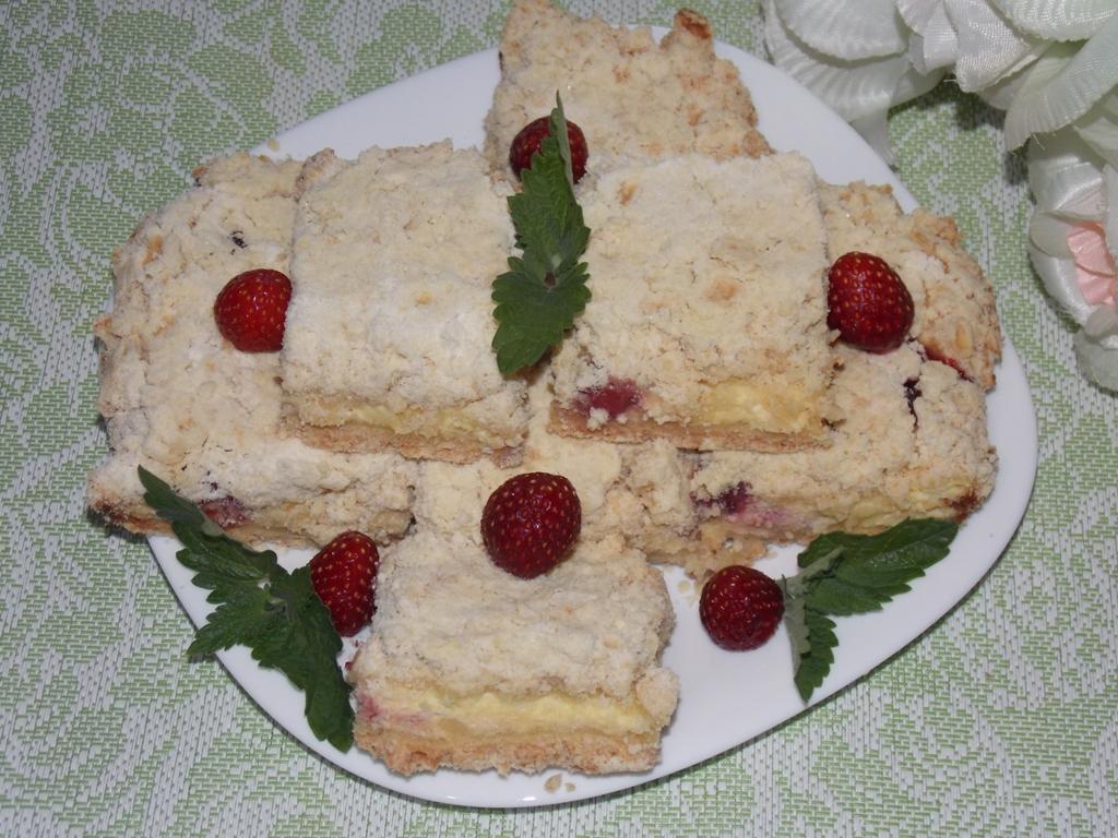 Пирог с творогом и клубникой в духовке