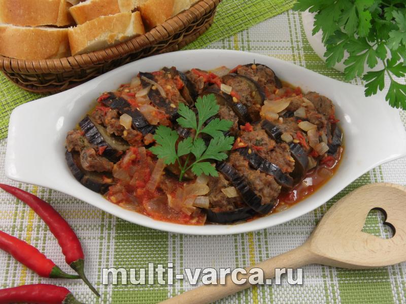 Фаршированные баклажаны в томатном соусе
