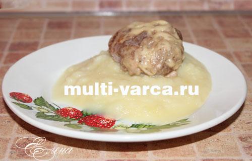 Картофельное пюре с котлетами на пару