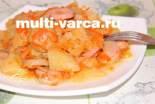 Тушеная картошка с сосисками в мультиварке