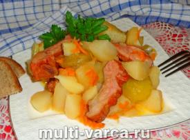 Тушеная картошка с копчеными ребрышками в мультиварке
