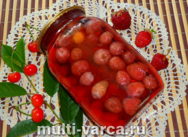 Клубнично-вишневый компот на зиму
