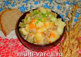 Картошка с мясом в соусе в мультиварке