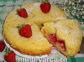 Пирог с клубникой в мультиварке