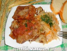 приготовить вкусные тушеные свиные ребрышки с квашеной капустой в мультиварке