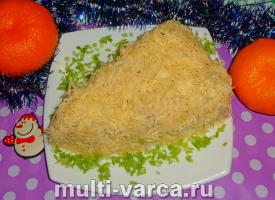 """Салат с ветчиной и яблоком """"Кусочек сыра"""""""
