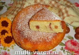 Пирог на кефире с ягодами в мультиварке