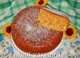 Сладкий пирог на кефире с вареньем в мультиварке
