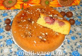 Пирог с замороженной клубникой в мультиварке
