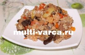 Мясо с рисом, кабачками и баклажанами в мультиварке