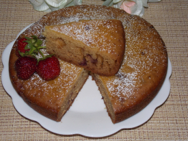 Пирог на кефире с клубникой в мультиварке